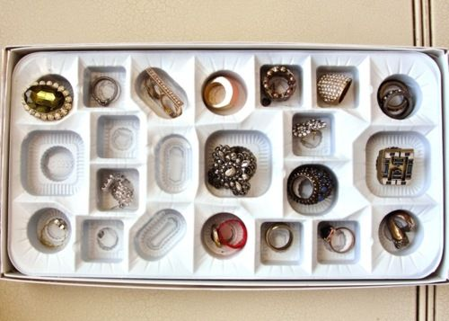 chocolate box ring holder: Rings Display, Jewelry Storage, Small Earrings, Rings Boxes, Chocolates Boxes, Rings Holders, Boxes Rings, Diy Rings, Storage Ideas