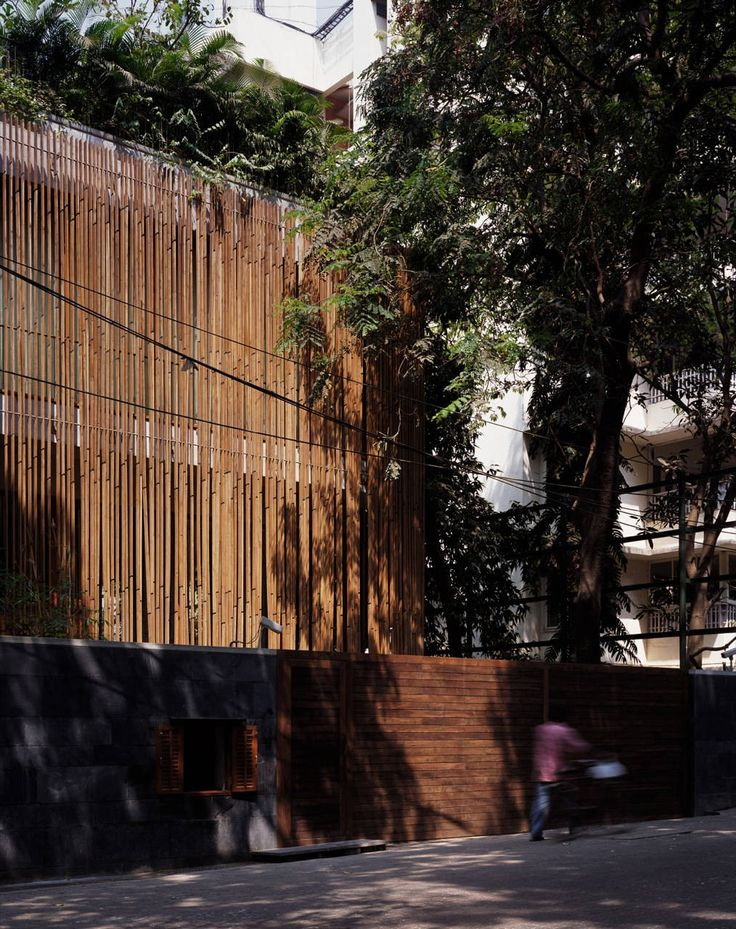 Timber slat facade House on Pali Hill Studio Mumbai Image 2 of 32. © Helene Binet