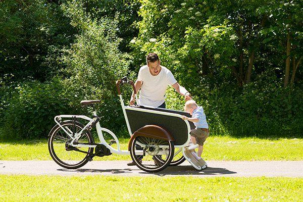 """""""De fiets trapt heel licht (afhankelijk van de stand) en is makkelijk wendbaar.""""  John van der Maden soci.bike elektrische bakfiets"""