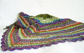 """Modèle crée pour le magasin de laine et matériel de broderie """"Alphabets"""" à Toulouse. Modèle disponible gratuitement en téléchargement ou dans le magasin avec l'achat de la laine pour le projet."""