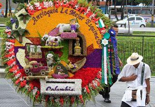 Ignacio Gómez Escobar - Marketing - Logística - Retail: Desfile de silleteros, Feria de las Flores (Medellin, Colombia) http://igomeze.blogspot.com/2013/08/desfile-de-silleteros-feria-de-las.html
