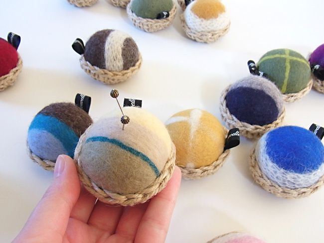 かご針山 by ヒツジフエルト縮絨室-ヒロタリョウコ[Basket pin cushion by Felt Fulling Labo-Ryoko Hirota]20141101
