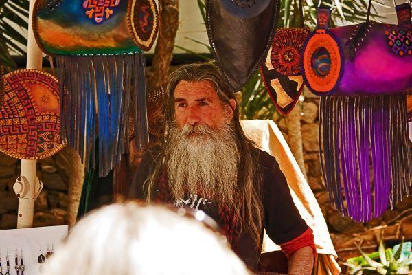 """Autentyczny Hippi Market Las Dalias w każdą sobotę. Wycieczka """"dookoła wyspy + Las Dalias"""" - cena 46 euro Wycieczka """"hippi market Las Dalias"""" cena 25 euros"""