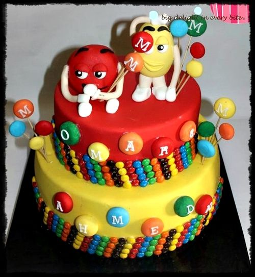 Encuentra diseños de tortas y pasteles de cumpleaños decorados con chocolates M&M, seran el deleite de grandes y chicos, Disfruta de mas modelos aqui...