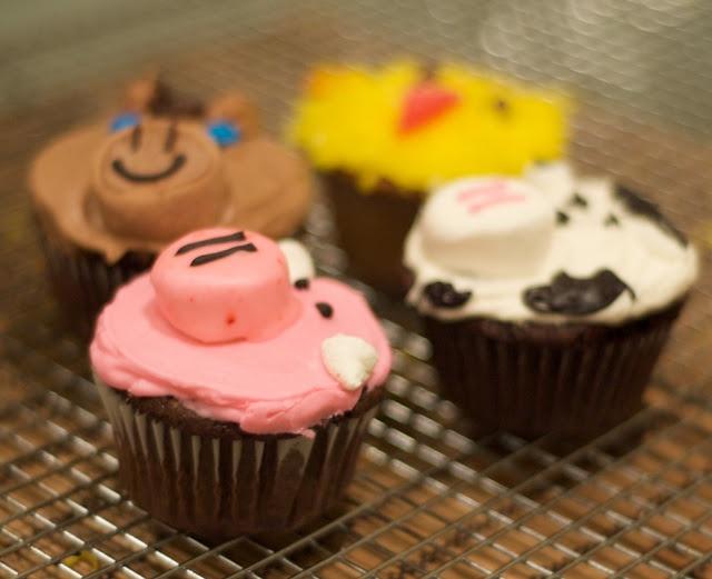 Farm animal cupcakes halloween pinterest