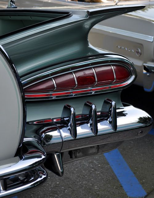 Chevrolet Impala Convertible 1959 with continental kit