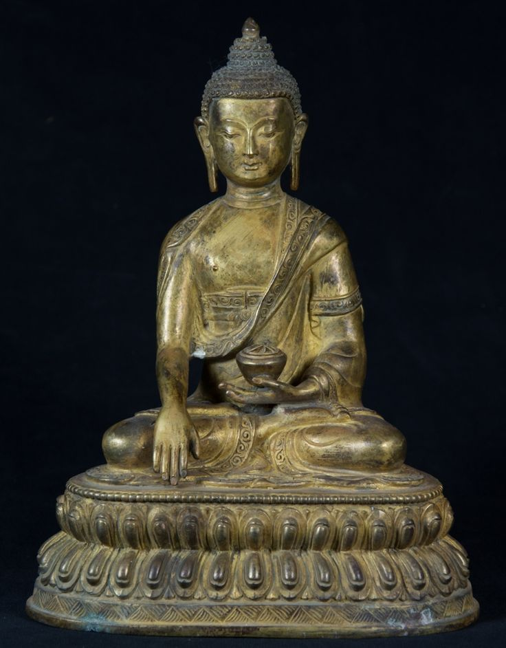 Old Nepali Buddha statue from Nepal, Bhumisparsha Mudra, made from bronze, Antique Buddha statues