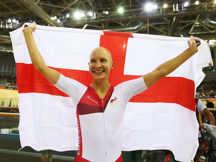 Commonwealth Games 2014: Joanna Rowsell races out of the shadow of her team-mates to take pursuit gold in the velodrome