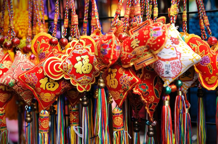 Who wants to go #shopping in #Singapore and bargain with the market hawkers? We do!