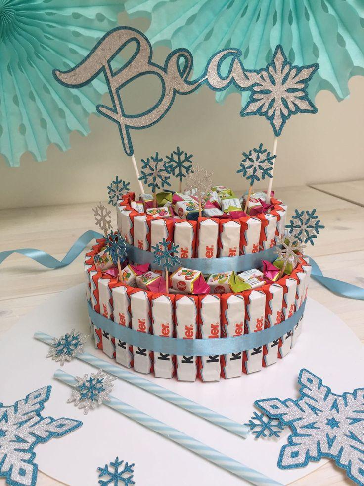 La torta più trendy del momento? Peraltro facilissima da realizzare, niente forno, niente sporco in cucina? La torta di Kinder o torta di caramelle! ...