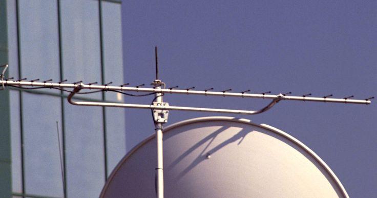 Cómo utilizar una brújula para encontrar satélites FTA. Un satélite al aire libre (FTA, por sus siglas en ingles) no requiere una suscripción a un servicio de satélite para recibir sus transmisiones, pero requiere un receptor de satélite para decodificar la señal del satélite para ser vista en un televisor. Una brújula se puede utilizar para descubrir la ubicación de un satélite TLC y así poder dirigir ...