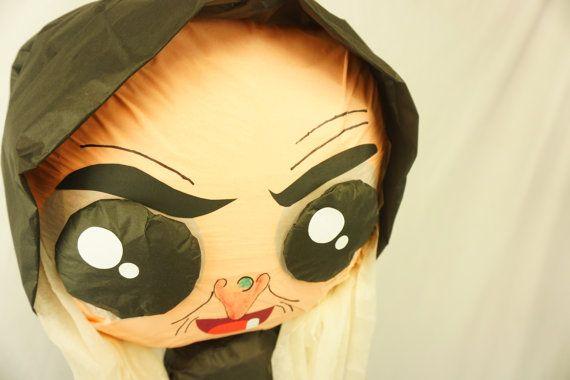 Piñata de títeres inspirado en la bruja malvada de