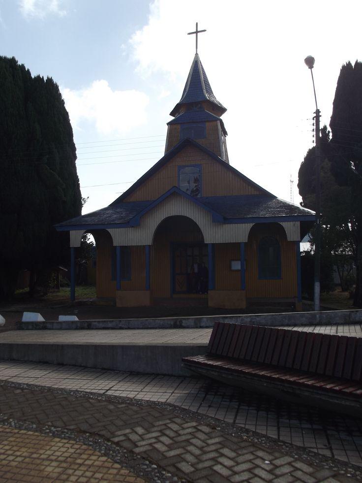 Iglesia de Quemchi. Plaza de armas del pueblo.