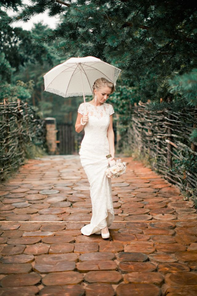 Rainy day bridal portrait with white umbrella | Anastasiya Belik Photography | see more on: http://burnettsboards.com/2014/04/romantic-rainy-day-wedding-portraits/