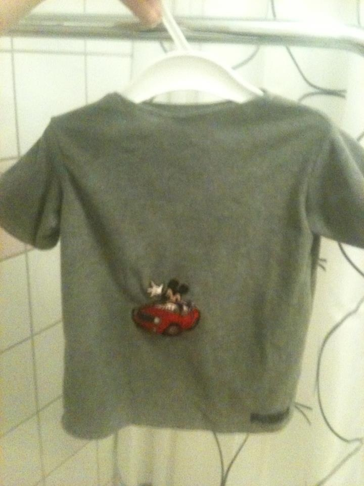 Tshirt strl 86 med Musse pigg på Tshirt size 2T with mickey mouse