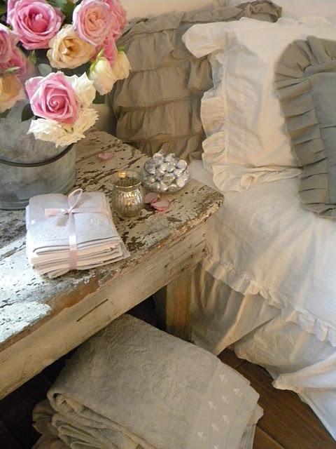 Rustic and ruffles ❤  #homedecor #silkdegreeshome Love the colours