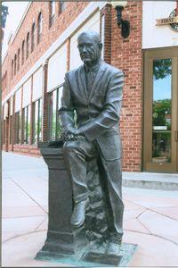 https://i.pinimg.com/736x/83/d6/60/83d66072adf680a13c1e281f46a6292e--lyndon-b-johnson-american-presidents.jpg