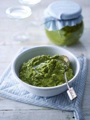 Zucchini-Basilikum-Pesto mit Mandeln und Kürbiskernen Rezept