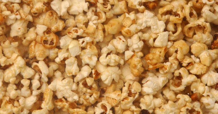 ¿Cómo cubro cada semilla de las palomitas de maíz con mantequilla?. Las palomitas de maíz con mantequilla recién hechas son un bocadillo sabroso que no deberías de comer sólo en el cine. Pero si has intentado verter mantequilla derretida sobre palomitas de maíz calientes, sabrás que algunas permanecen sin mantequilla mientras que otras quedan empapadas. Incluso verter y mezclar la mantequilla y las palomitas de ...