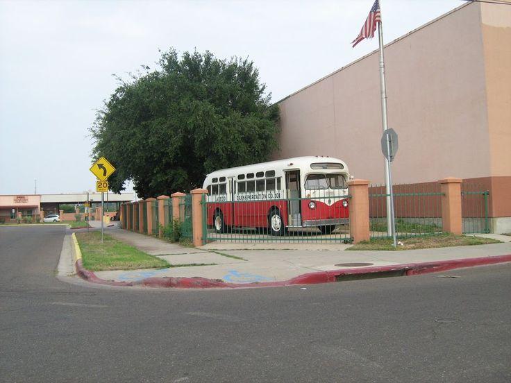 Vintage El Metro bus at the corner of Scott and San