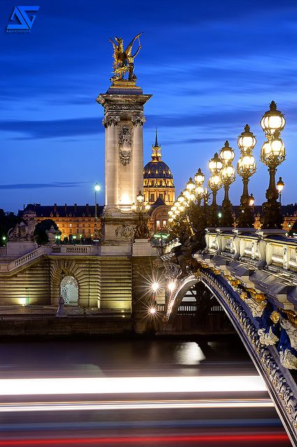 El puente Alejandro III es un puente, propio del estilo Beaux Arts de la Tercera República ... Alexandre III, bridge, Exposition Universal, 1900, París,  France                                                                                               Más