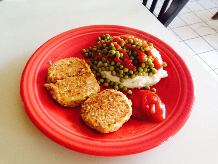 Easy tuna patties  1 can albacore tuna 1 egg 4 Townhouse crackers Salt and pepper to taste Onion/onion powder to taste  Mix all together, sear over stovetop til golden brown.  Serve with choice of sides.  Amazingly filling and low cal/fat meal!