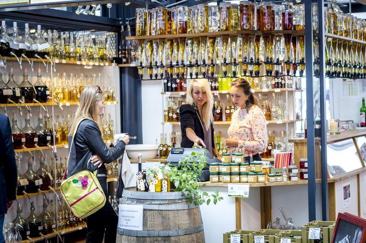 #Noorbohandelen i #Torvehallerne på Israels Plads sælger #spiritus i flasker fra 100ml til 700ml, #balsamico #eddike- og #olivenolie i #direktimport fra #producent på #Sicilien, #Nyord-sennep, hjemmelavede #marmelader og andre lokale #specialiteter fra #Møn. #smag #taste #whisky #rom #calvados #cognac #brændevin #likør
