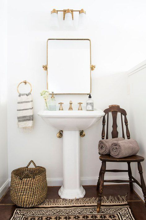An easy, quick and cheap way to make a huge impact in updating a dark outdated bathroom | copycatchic home tour downstairs bath luxe living for less @deltafaucet #ad #DayofDesign #DeltaDesign