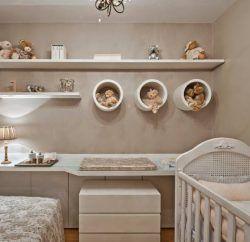 Preparar um quarto bonito, confortável, aconchegante. Impecável nos mínimos detalhes: nos móveis, nos objetos de decoração, na cor das paredes. Este é o desejo de todas as mães, ainda mais das que gostam e estão sempre procurando novidades em decoração. Mas, quando chega a hora de ir às compras e escolher, é dúvida na certa. …