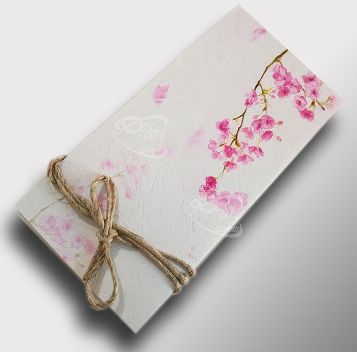 Partecipazione fior di ciliegio. Disponibile nei colori bianco e avorio.