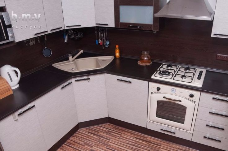 Rohová kuchyňa bielo hnedá - BMV Kuchyne