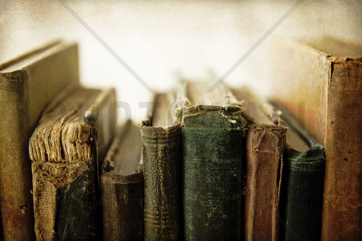 Back of Old Books - Bilder på lerret - Photowall