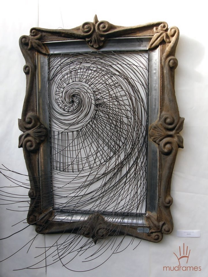''Gold'' spiral frame