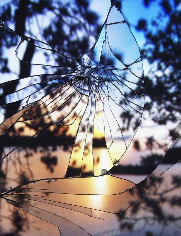 割れた鏡に写し出されたモザイク調の夕日 > ピンク・ライト