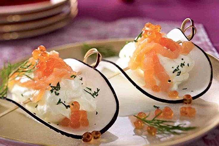 De délieuses bouchées de radis noir au saumon, un soupçon de crème et d'oeuf de saumon seront parfaits pour lancer les festivités !