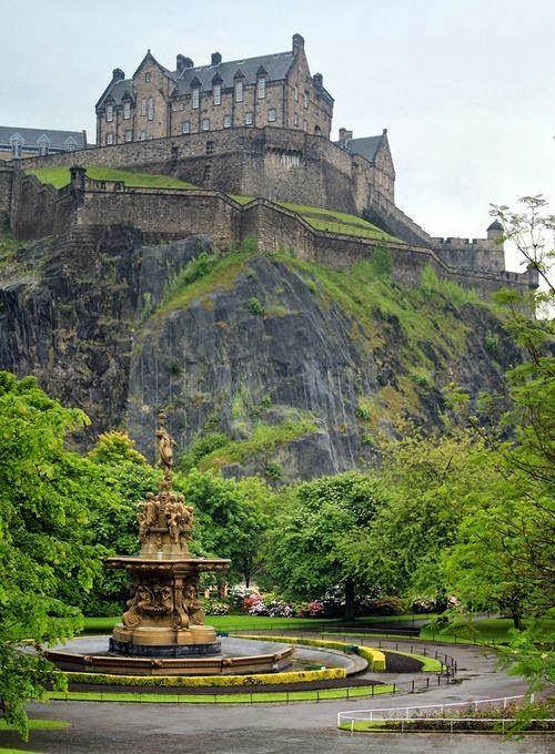 Edinburgh Castle, Scotland - E a vista...belíssima!