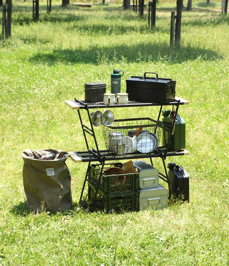 焚き火の上でも使用できるタフな鉄製テーブルです。収納ラックとしても使いやすい奥行きに設計しています。プレート&レッグの追加購入やワンバイ木材を組み合わせて色々な形状で使用することができ、キャンプだけでなく、インテリアとしても機能的でクールな外観です。 DOPPELGANGER OUTDOOR (ドッペルギャンガーアウトドア) 略してDOD。 #キャンプ #アウトドア #テント #タープ #チェア #テーブル #ランタン #寝袋 #グランピング #DIY #BBQ #DOD #ドッペルギャンガー #camp #outdoor