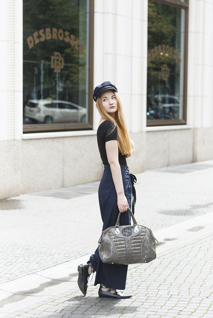 Sommer Outfit fürs Büro: Culottes, Bluse, Gucci Tasche und Schiffermütze.