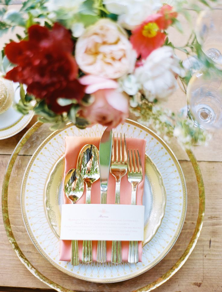 17 best images about silver gold weddings on pinterest for Garden wedding table settings
