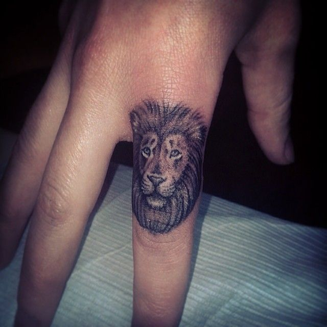 Lion finger tattoo by @lazerliz