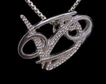 Le pendentif de lunité de Taurus/Aquarius est une manière belle et utile de partager et dexprimer lamour entre un taureau et un Verseau. Tous les pendentifs or de lunité sont en Bronze avec une finition or épais et viennent avec un collier fini or.