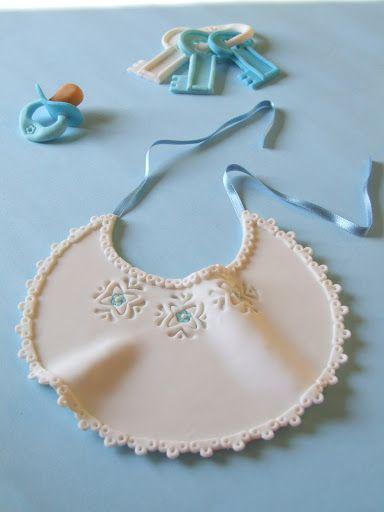 Come promesso posto la foto delle altre decorazioni che sto realizzando per la torta del battesimo del Topolino il 14 febbraio :-)))))) Ques...