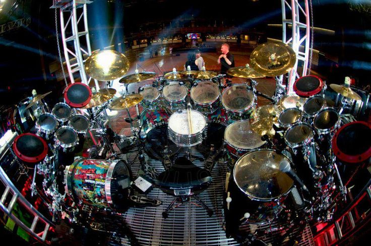 This is one rockin' drum kit!  I've always loved big kits ever since I got clued into what Neil Peart was doing in the late 70's.