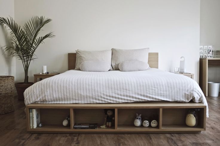 Best 25 muji bed ideas on pinterest low bed frame bed for Minimalist bedroom storage