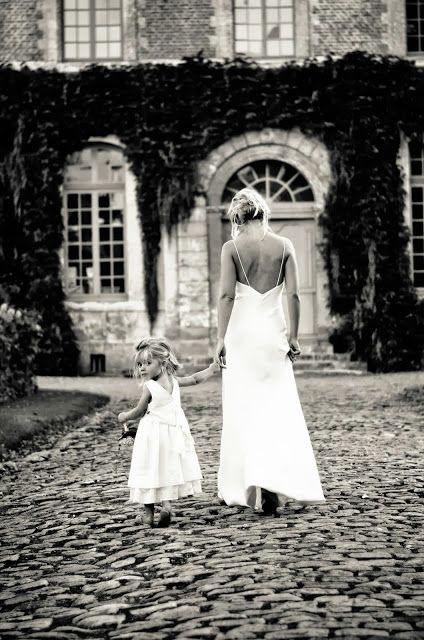 Louise with her newlywed mummy. Louise petite fille d'honneur de sa maman. #Mignonnerie