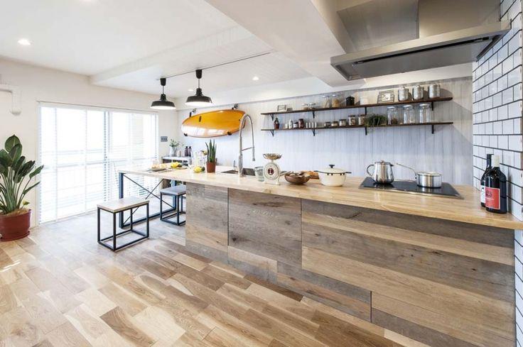 ダイニングキッチン2(海風を感じるリノベーションでカリフォルニアテイストを愉しむ)- キッチン事例