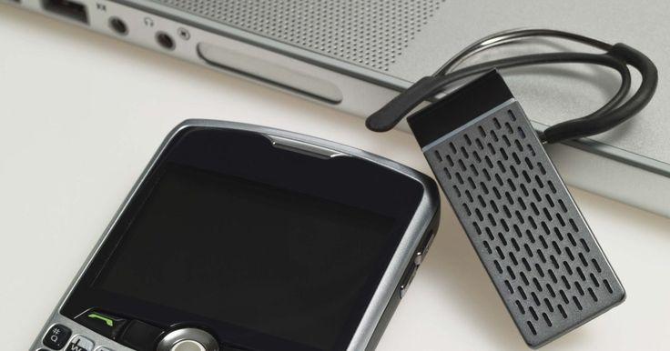 Android não desativa o modo avião. O modo avião desativa rapidamente as funções sem fio do telefone ao tomar um voo, e os problemas podem desenvolver-se com o passar do tempo, fazendo com que esse modo persista, inclusive quando desativado. Isso não permite usar seu telefone Android para chamadas, mensagens de texto ou e-mail até o problema ser resolvido. A solução não é difícil, ...
