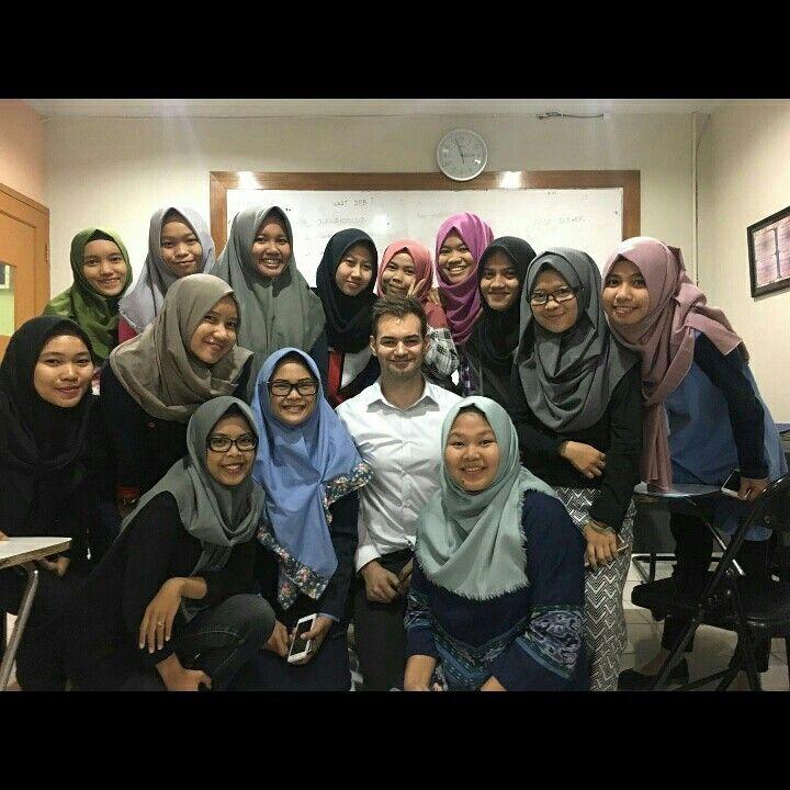 English Training dengan Native Speaker dari UK dan USA untuk perusahaan anda di Jakarta, Tangerang, Bekasi. TELP/WA 081316924518 VISIT bahasacorner.com