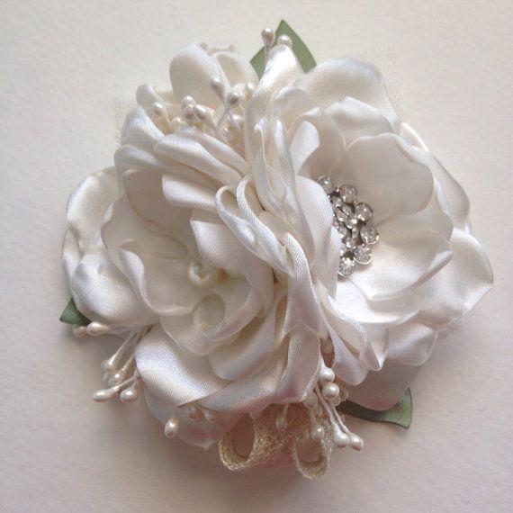 Corpetto Pin - crema con foglie di salvia - tessuto fiore corpetto, spilla a fiore tessuto, fiori fatti a mano, avorio, bianco sporco, madre della sposa