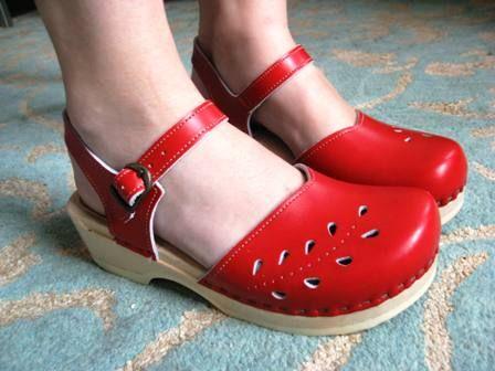 http://www.knittinginthedark.com/pictures/2008-09/shoes_clogs.jpg  Sven Clogs - www.svensclogs.com